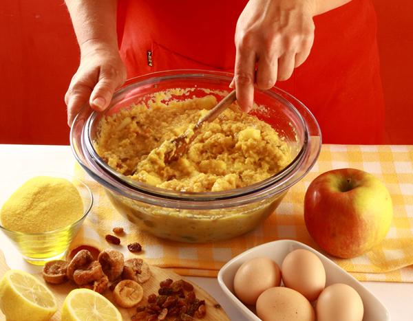 Aggiunti tutti gli ingredienti l'impasto viene ben mescolato