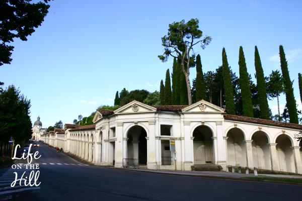 Via dei portici a Monte Berico